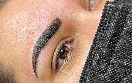 Permanent-Mack-Up für Augenbraun